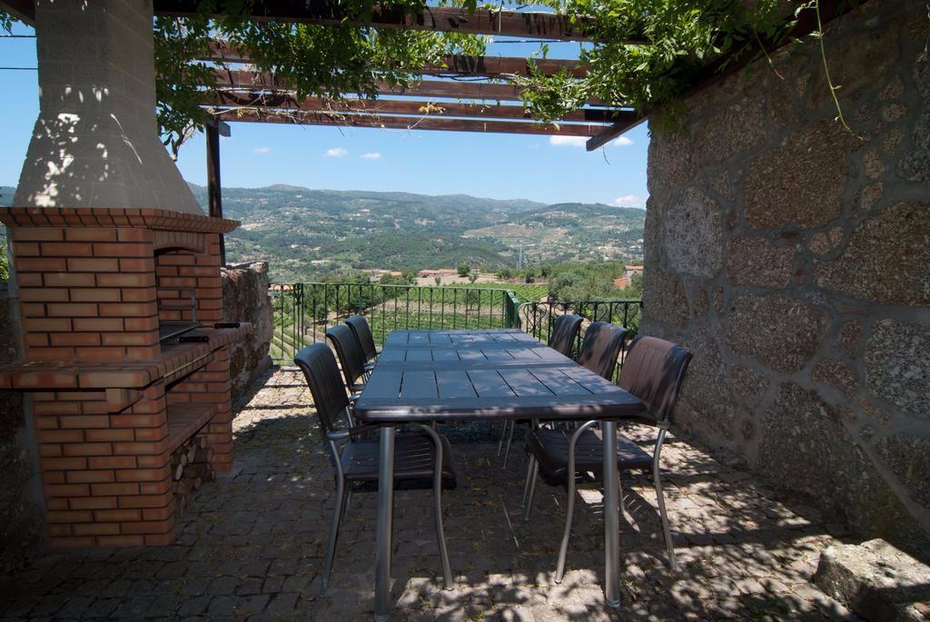 stunning-view-douro-valley-vineyard