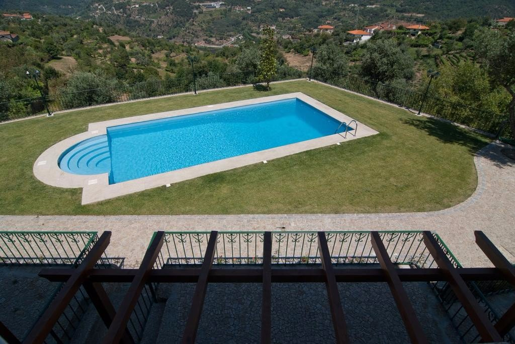 swimming-pool-douro-valley-farmstay
