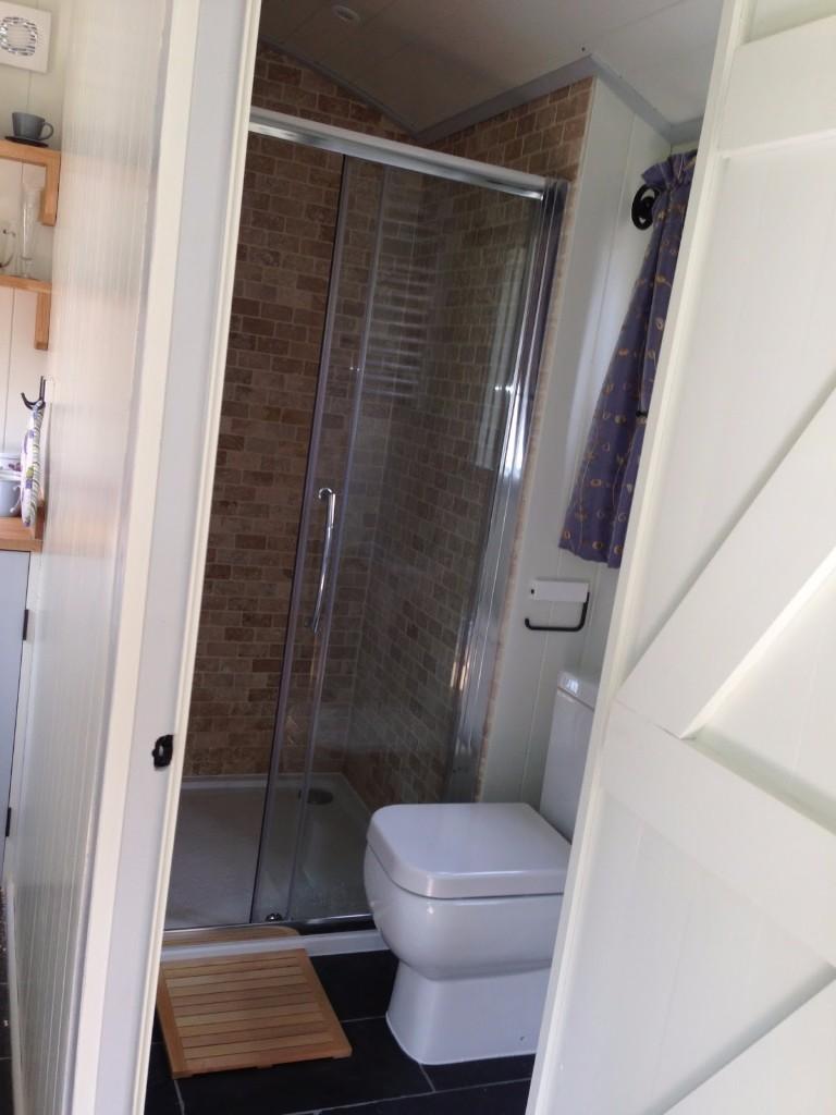 poShhuts-bathroom