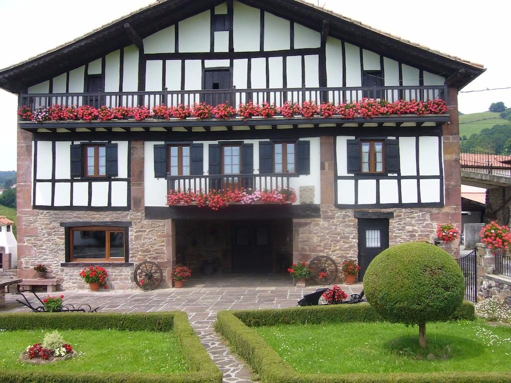 Rustic agriturismo farm stay in navarra northern spain casa rural iribarrenea - Casa rural spain ...