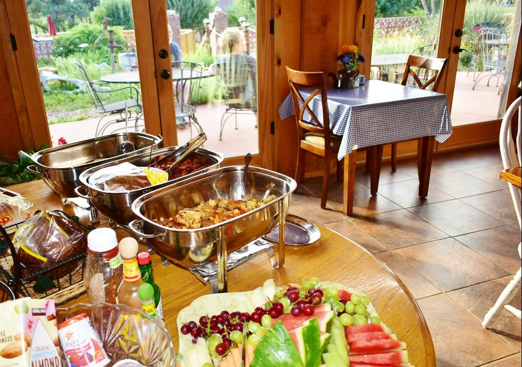 AH-Breakfast-Buffet-2018-patio-guests